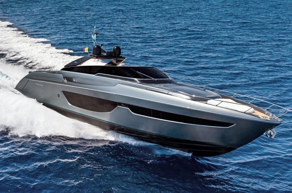 The New Riva Bahamas 76Ph: Guido Cantini / SeaSee.com