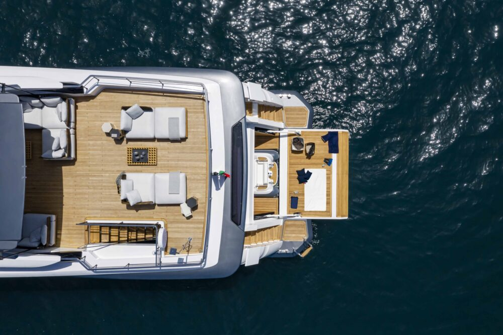 CustomLine106'NewSunDeck_0000_39573