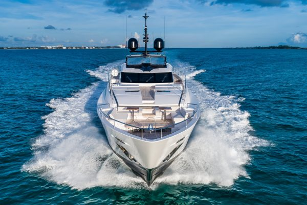 CustomLine120'NewCruising_0026_31843