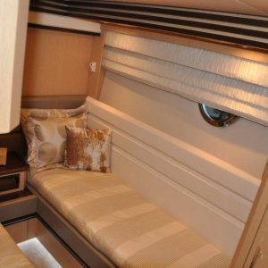 Marquis 720 Twin cabin