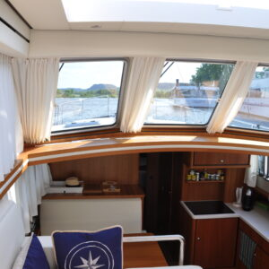 INV Int Helm to Galley salon